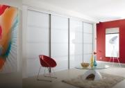 Установка шкафа купе. Встроенные шкафы-купе экономят пространство в комнате. Кроме того они очень удобны и красивы.