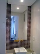 Установка зеркал. Установка зеркала в ванную комнату  требует особых умений, чтобы не повредить кафель.
