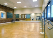 Установка зеркал. Мы устанавливаем зеркала в танцевальные и фитнес-залы.