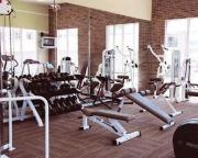 Установка зеркала цена. Мы устанавливаем зеркальные полотна в тренажерные и фитнес залы.