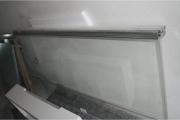 Устройство душевой кабины. Двери душевой кабины изготавливают из устойчивого к нагрузкам закаленного стекла.