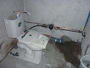 Устройство слива унитаза. Подключение унитаза к системе водоснабжения, сборка сливного оборудования для бачка.