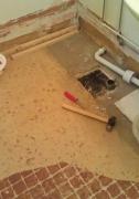 Ванная под ключ Москва. Демонтаж старых труб и сантехники выполним аккуратно и бесшумно.