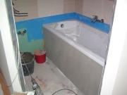 Ванная под ключ стоимость. Ванная до ремонта. Этап отделки стен плиткой в ванной комнате.
