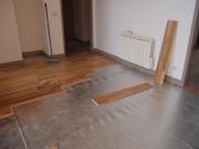 Выровнять деревянный пол под ламинат. Срок укладки ламината нашими специалистами составляет от 4-6 часов (на предварительно выровненную поверхность) до 3-х суток (при необходимости выполнения цементной стяжки).