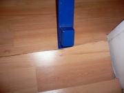 Замена доски ламината. Иногда нужно заменить не весь ламинат, а одну или несколько случайно поврежденных дощечек.