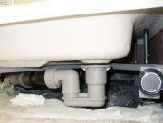 Замена душевой кабины. Подключение поддона душевой кабины к системе канализации. Замена старых канализационных труб.