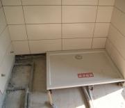 Замена душевой кабины. Замена старого поддона на новый- важный этап монтажа новой душевой кабины. Ремонт ванной.