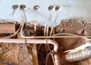 Замена электрики. При замене электрики в ванной комнате учитывается количество подключаемого оборудования.