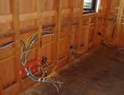 Замена проводки в частном доме. При замене проводки в частном деревянном доме необходимо проводить с особой осторожностью.
