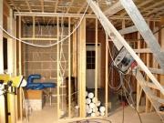 Замена проводки в доме. Систему замены электропроводки лучше продумать заранее перед капитальным ремонтом в доме.