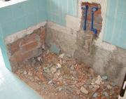 Замена ванны на душевую кабину.  Демонтаж ванной и замена труб водоснабжения и канализации.