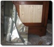 Заменить зеркало. Заменить треснувшее зеркало в шкафу помогут наши специалисты.