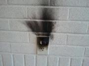 Запах проводки. Возгорание проводки само по себе очень опасно, т.к. зачастую очень трудно обнаружить момент его начала, а также очаг.