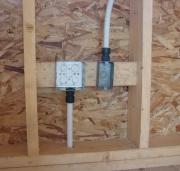 Защита от короткого замыкания. Монтажные коробки в деревянном доме должны быть установлены по всем правилам безопасности.