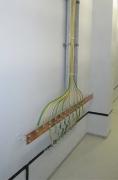 Защита от замыкания. Доступность монтажной панели, делает возможность контролировать состояние проводки.