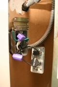 Защита от замыкания. Все провода и контакты должны монтироваться в защитных монтажных коробках.